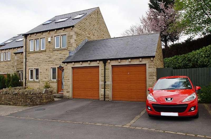 4 Bedrooms Town House for sale in Oak Dene Close, Friezland Lane, Greenfield OL3