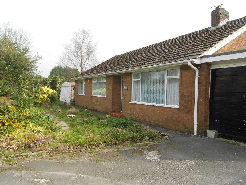3 Bedrooms Bungalow for rent in Wingates Lane, Westhoughton, BL5