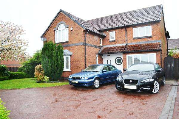 4 Bedrooms Detached House for sale in Holden Road, Leigh