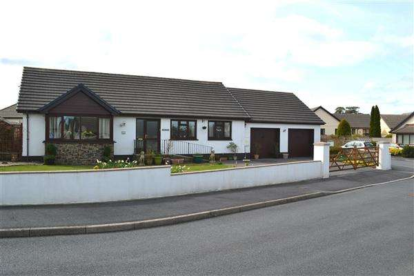 3 Bedrooms Bungalow for sale in Dol Y Dderwen, Carmarthen, Llangain