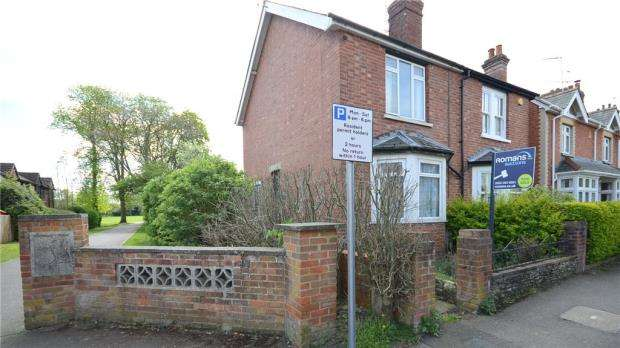 3 Bedrooms Semi Detached House for sale in Goodchild Road, Wokingham