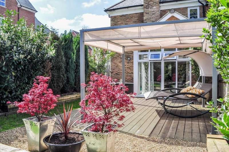 3 Bedrooms End Of Terrace House for sale in Stone Court, Worth