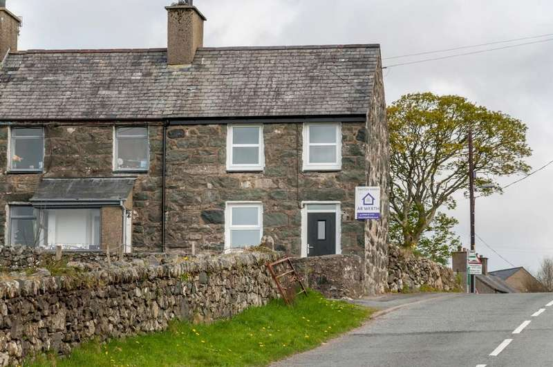 2 Bedrooms Semi Detached House for sale in Bryn Hyfryd, Garndolbenmaen, North Wales