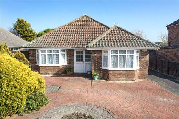 3 Bedrooms Detached Bungalow for sale in Glenville Road, Rustington, West Sussex, BN16
