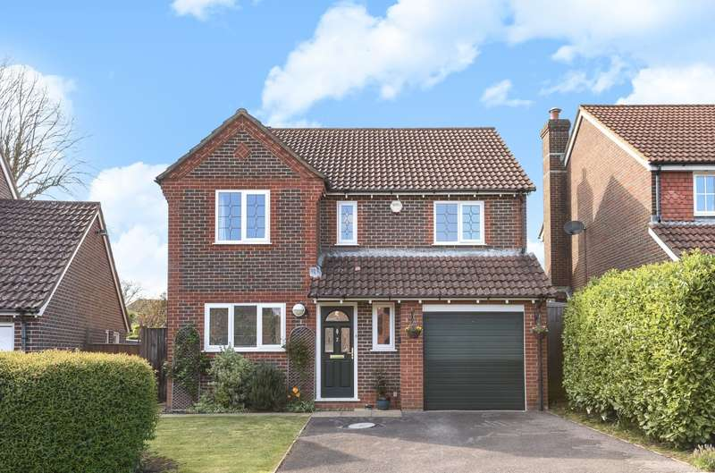 4 Bedrooms Detached House for sale in Oakwood Close, Tangmere, PO20