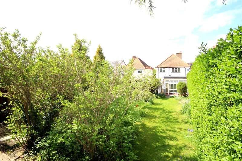 3 Bedrooms Detached House for sale in Rickmansworth Lane, Chalfont St Peter, Buckinghamshire