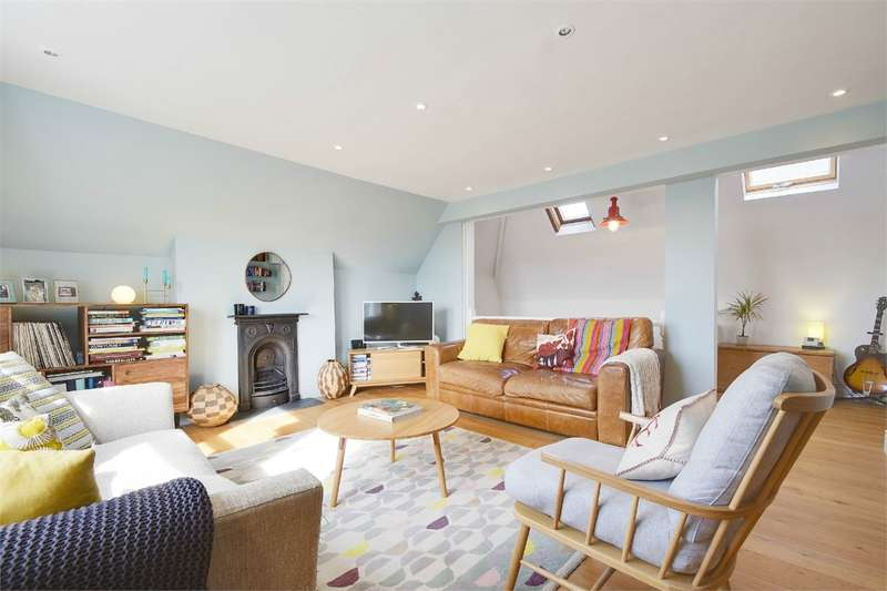 2 Bedrooms Flat for sale in Ella Road, Crouch End, London