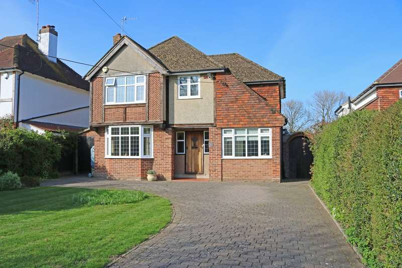 4 Bedrooms Detached House for sale in Oathall Avenue, Haywards Heath, West Sussex, RH16