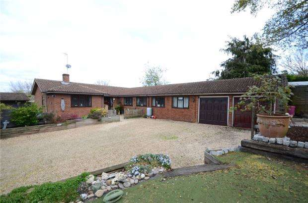 4 Bedrooms Detached House for sale in Westwood Row, Tilehurst, Reading