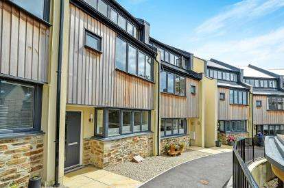 4 Bedrooms End Of Terrace House for sale in Malpas, Truro, Cornwall