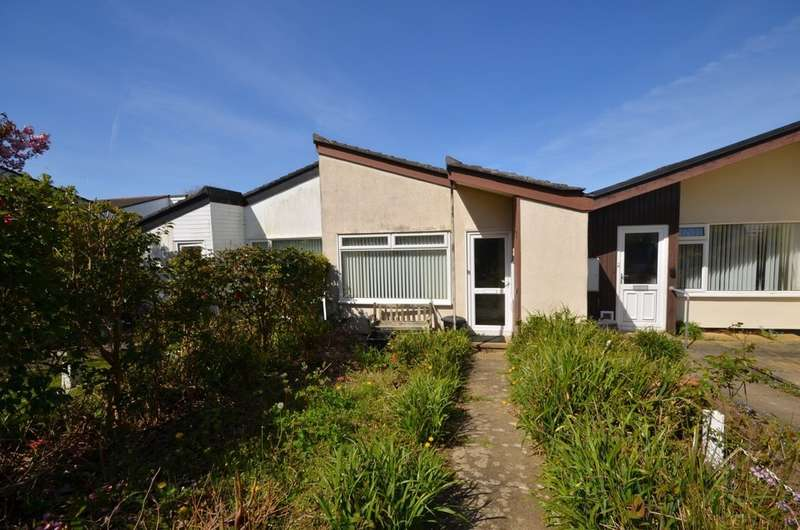 2 Bedrooms Terraced Bungalow for sale in Penhallow Close, Mount Hawke