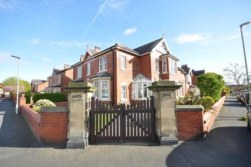 2 Bedrooms Flat for sale in Rossall Road, St Annes, Lytham St Annes, Lancashire, FY8 4ES