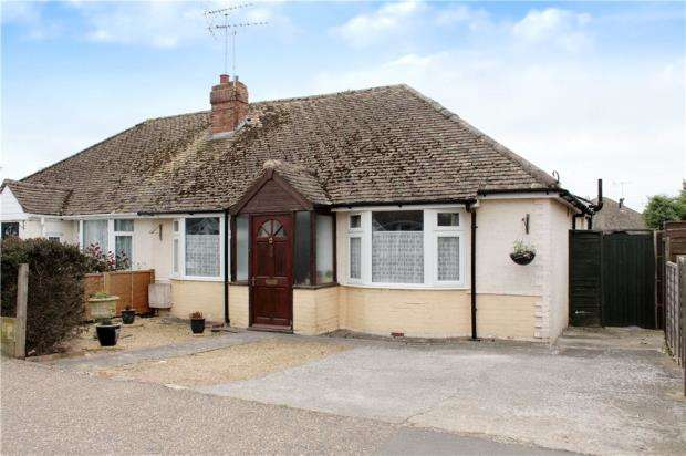 2 Bedrooms Semi Detached Bungalow for sale in Courtwick Road, Littlehampton, West Sussex, BN17