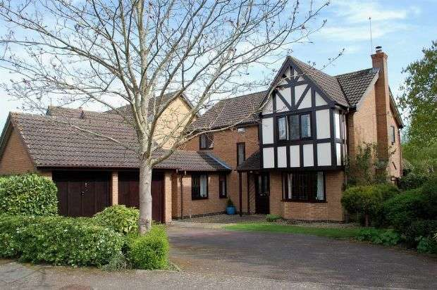 4 Bedrooms Detached House for sale in Camelot Way, Duston, Northampton NN5 4BG