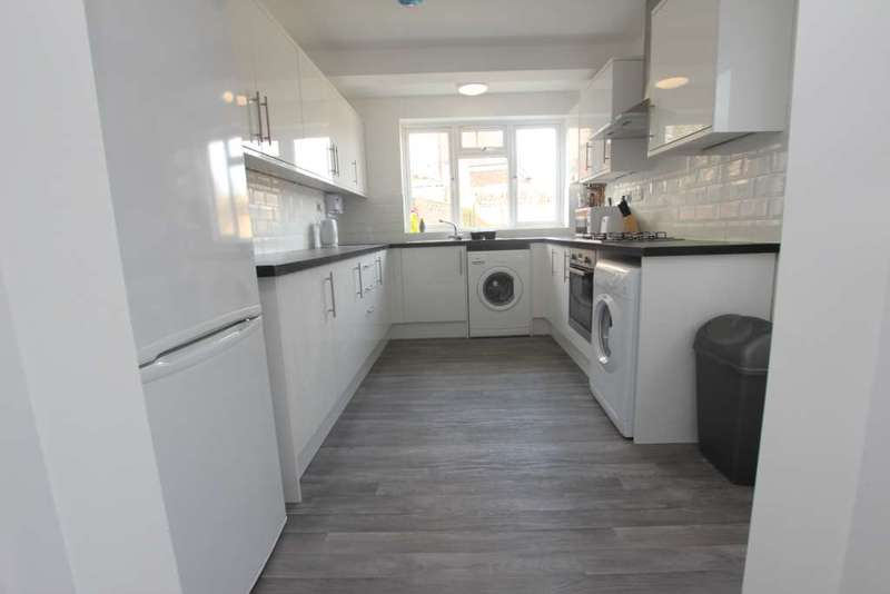4 Bedrooms Terraced House for rent in Shaftesbury Road, Reading