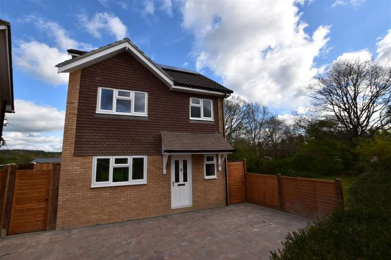 4 Bedrooms Property for sale in Thepps Close, South Nutfield, Redhill
