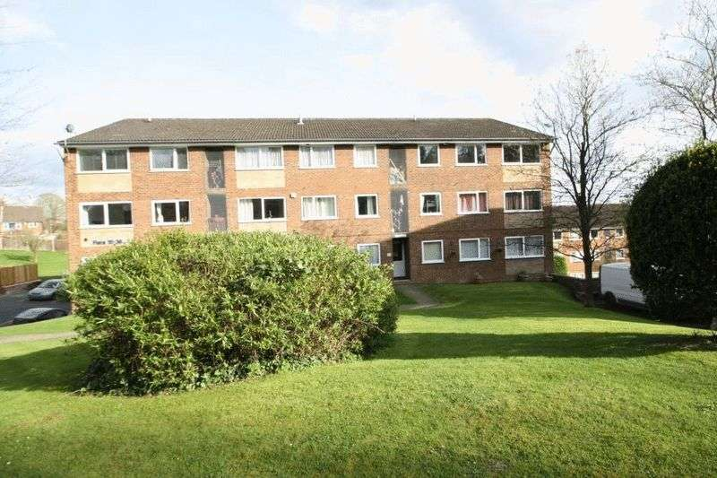 2 Bedrooms Flat for sale in Windsor Drive, High Wycombe