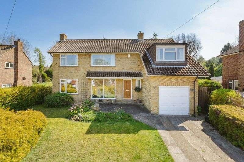 4 Bedrooms Detached House for sale in Larchwood Close, Banstead