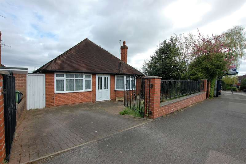 3 Bedrooms Bungalow for sale in Kingsway, Wollaston, DY8 4TW