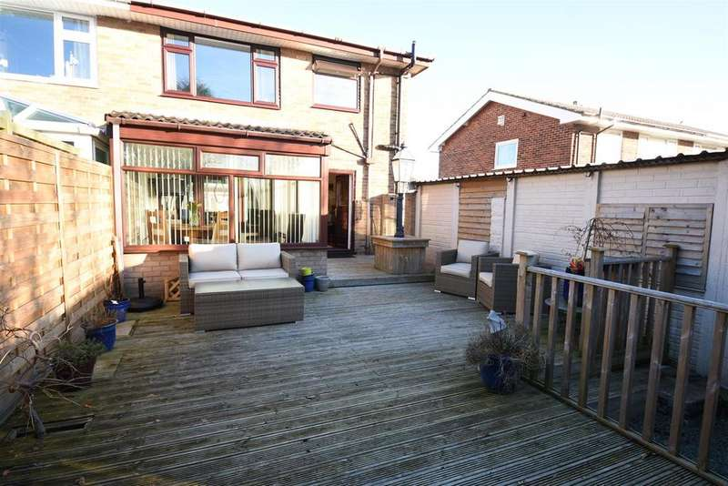 3 Bedrooms Semi Detached House for sale in Wynford Way, Low Moor, Bradford