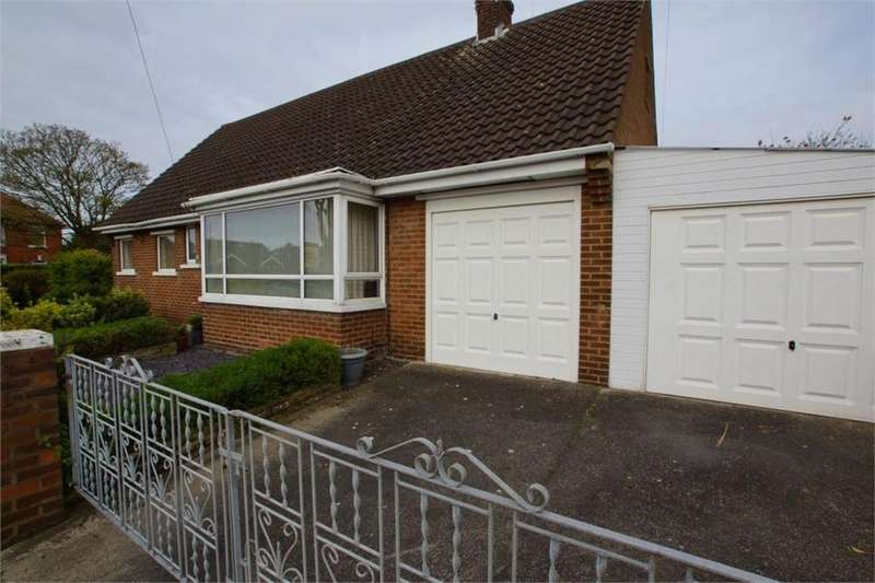 2 Bedrooms Detached Bungalow for sale in Warwick Road, St. Annes, Lancashire