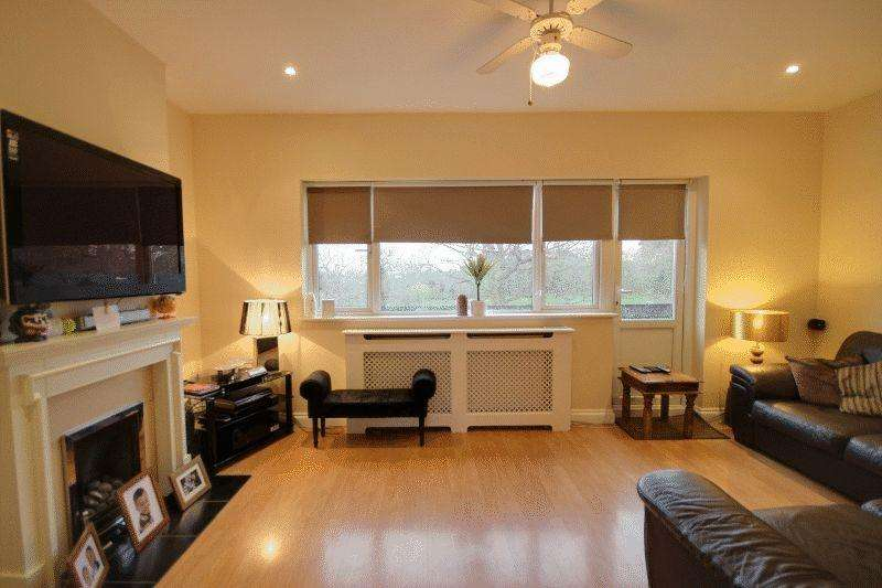 3 Bedrooms Apartment Flat for sale in South Road, Haywards Heath