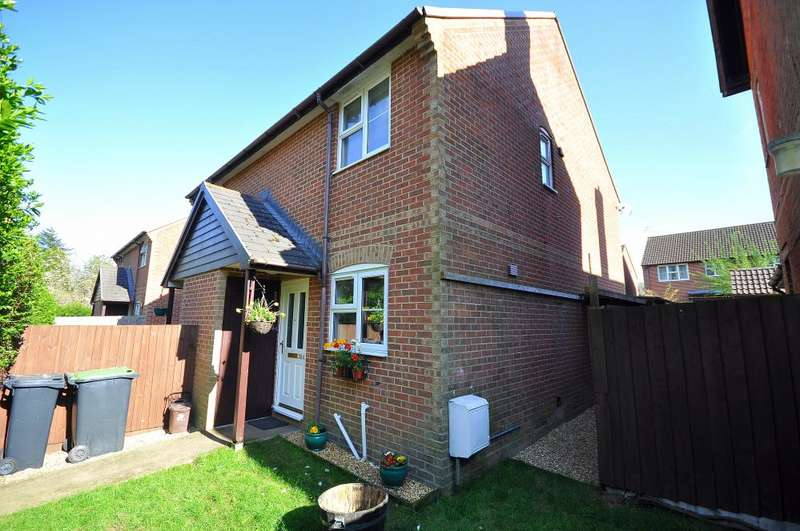 2 Bedrooms Semi Detached House for sale in Station Road, Alderholt, Fordingbridge, SP6 3RB