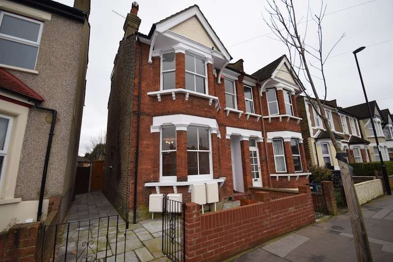2 Bedrooms Maisonette Flat for sale in Waddon Park Avenue, Croydon, Surrey, CR0