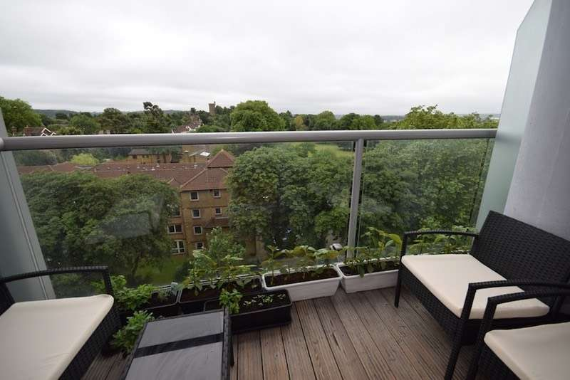 1 Bedroom Flat for sale in Altyre Road, Croydon, Surrey, CR0