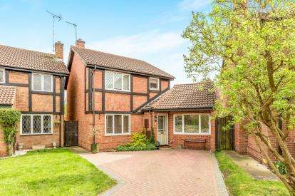 3 Bedrooms Detached House for sale in Cleeves Avenue, Warwick, .