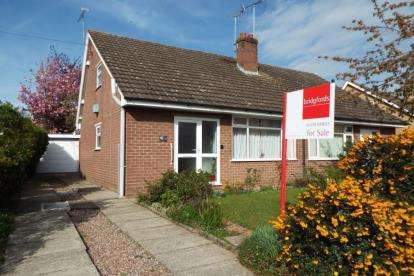 2 Bedrooms Bungalow for sale in Lear Drive, Wistaston, Crewe, Cheshire