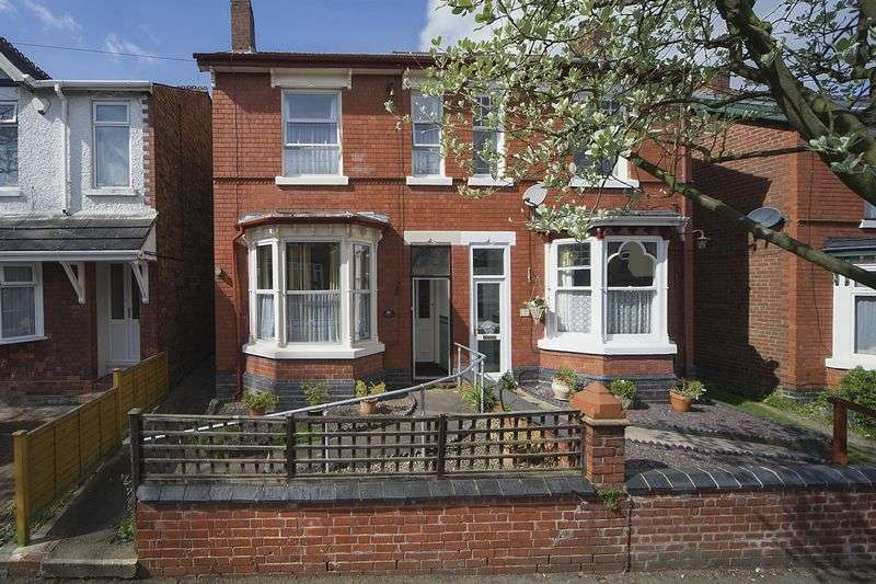 3 Bedrooms Semi Detached House for sale in Woodfield Avenue, Penn, Wolverhampton