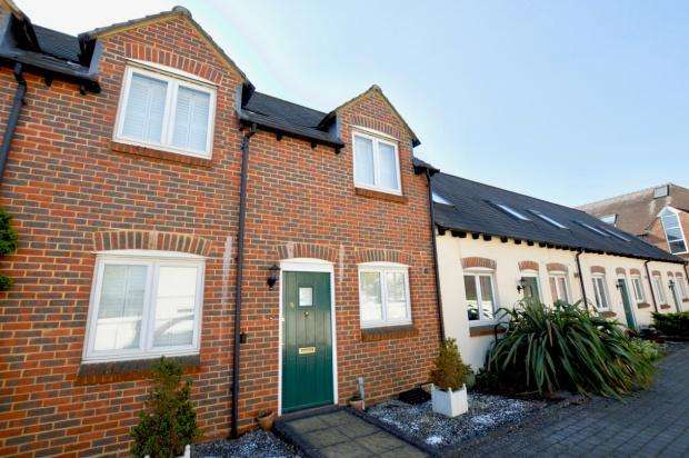 3 Bedrooms Terraced House for sale in Clarendon Mews, Parkers Lane, Ashtead, KT21