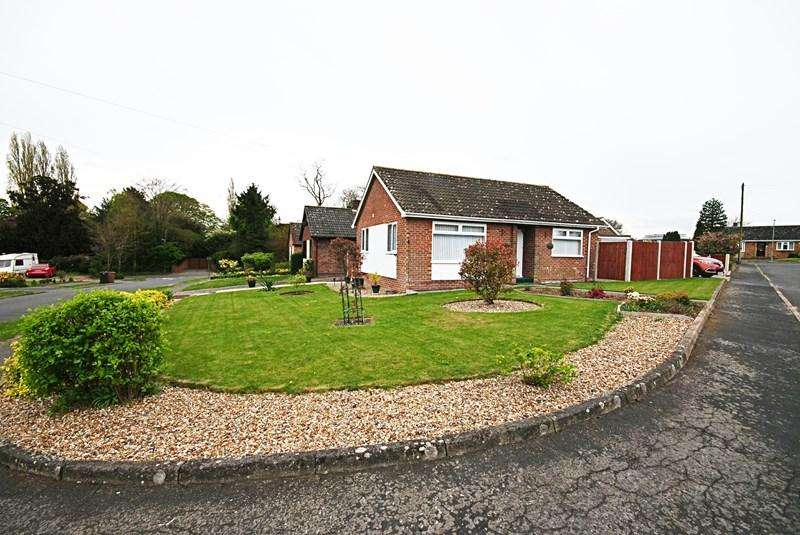 2 Bedrooms Detached Bungalow for sale in Manor Park Gardens, Long Stratton, Norwich