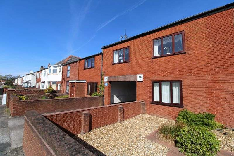 2 Bedrooms Flat for sale in Norwood Road, Southport