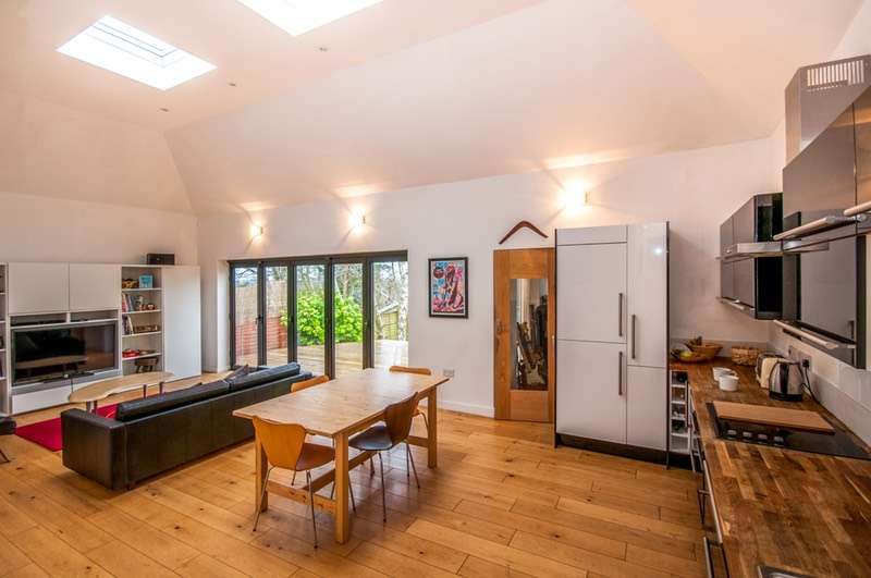 4 Bedrooms Bungalow for sale in Aspley Hill, Woburn sands, Buckinghamshire, MK17
