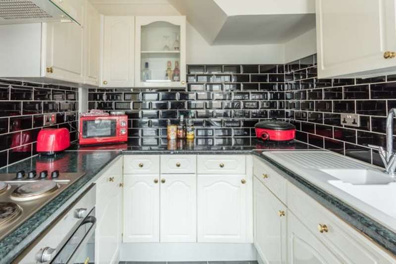 3 Bedrooms Terraced House for sale in Sixth Avenue, Mansfield, Nottinghamshire, NG19