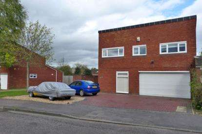 3 Bedrooms Detached House for sale in Passmore, Tinkers Bridge, Milton Keynes