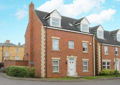 5 Bedrooms Detached House for sale in Saxton Close, Hasland, Chesterfield, Derbyshire
