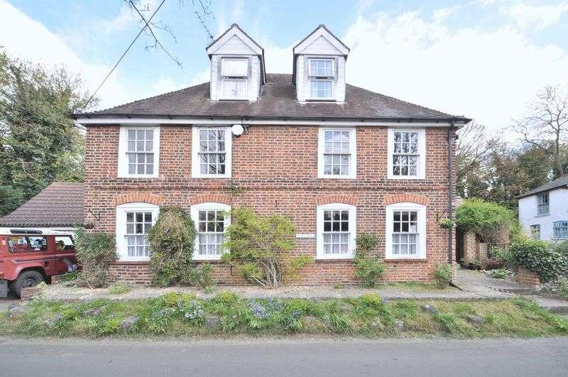 4 Bedrooms Detached House for sale in Darenth Road South, Dartford