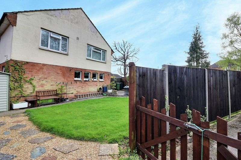 3 Bedrooms Property for sale in Bulls Copse Lane, Horndean, Waterlooville