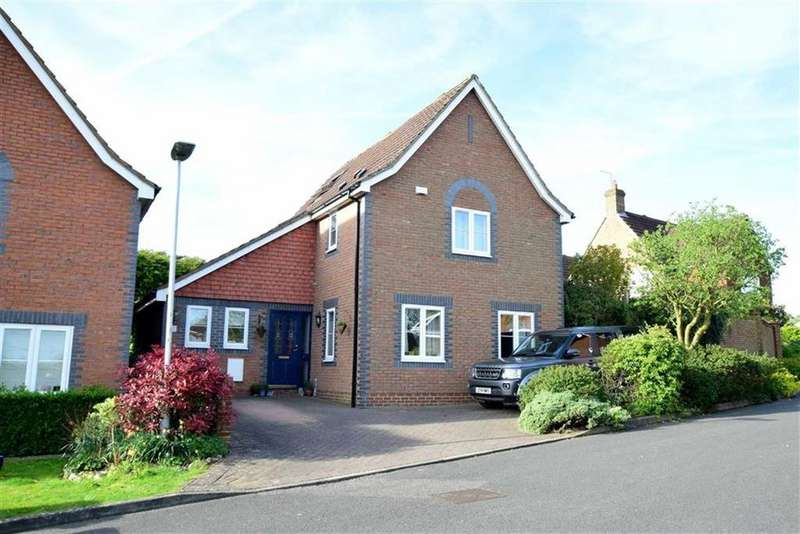 4 Bedrooms Detached House for sale in Midsummer Meadow, Caversham Heights, Reading