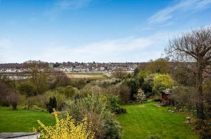 3 Bedrooms Semi Detached House for sale in Ferry Road, Fingringhoe
