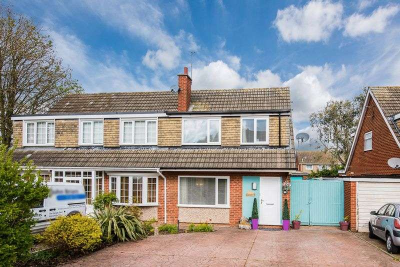 3 Bedrooms Semi Detached House for sale in Tay Road, Bletchley, Milton Keynes
