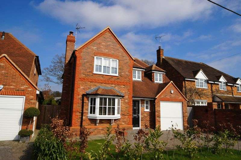 4 Bedrooms Detached House for sale in Kiln Road, Prestwood
