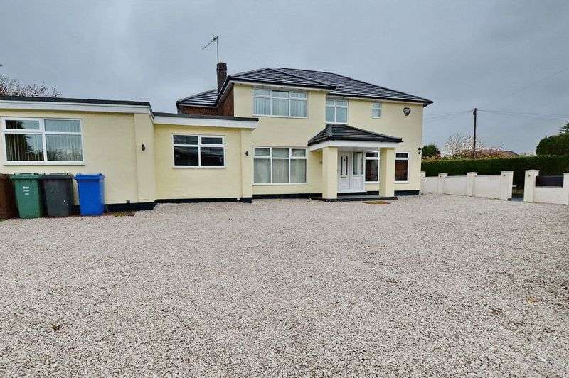 4 Bedrooms Detached House for rent in Wentworth Avenue, Whitefield, Manchester