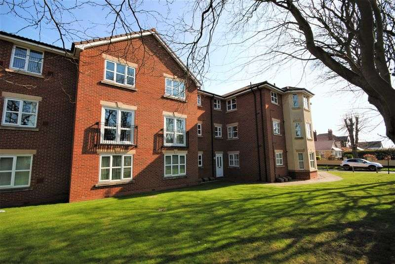 2 Bedrooms Flat for sale in Ladybower Close, Wirral
