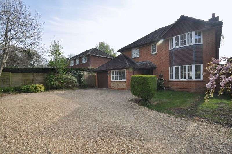 4 Bedrooms Detached House for sale in Gally Hill Road, Church Crookham, Fleet