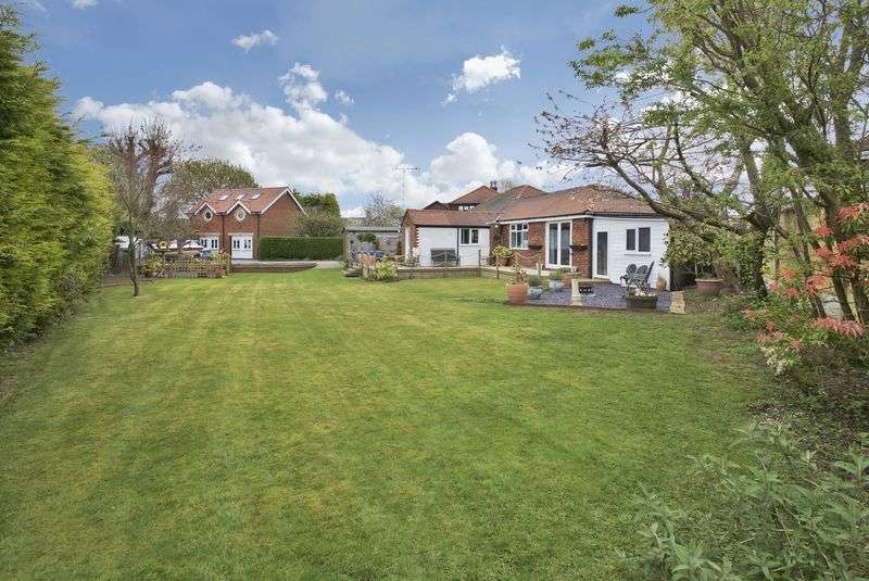 3 Bedrooms Bungalow for sale in Hardy Road, Lymm
