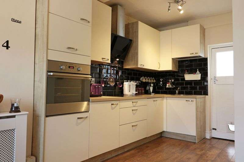 3 Bedrooms Terraced House for sale in Cricklade Road, Gorse Hill